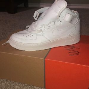 NEW NIKE NEVER USED white high top sneakers